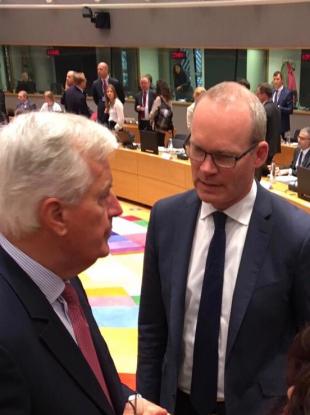 EU chief negotiator Michel Barnier (L) and Simon Coveney (R)