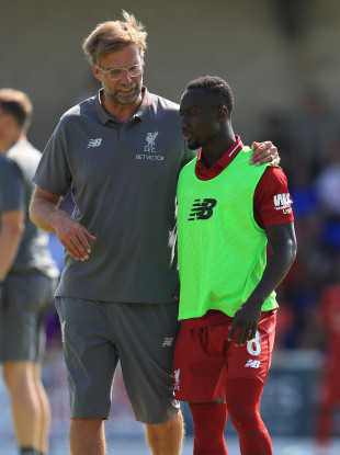 Liverpool's manager speaking to Keita earlier this season.
