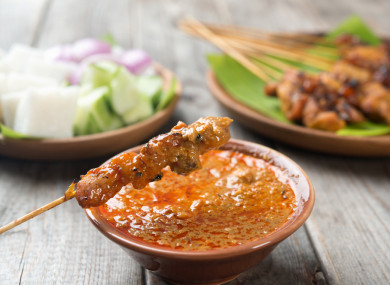 One-pan satay sauce, perfect with chicken skewers.