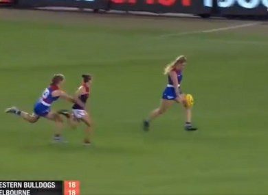 Aisling McCarthy about to pull the trigger for the Western Bulldogs.