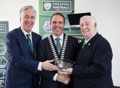 Delaney (left) with Lord Mayor of Cork Declan Hurley (centre) and FAI president Tony Fitzgerald (right) at last year's Festival of Football.