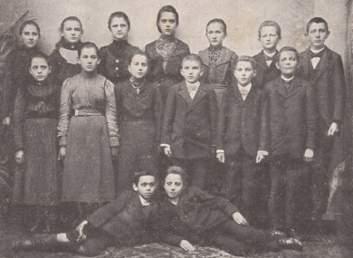 A photo of children from Września who took part in the school strike in response to the Polish language being banned.