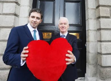 Health MInister Simon Harris and Jim Egan of Organ Donation Transplant Ireland.