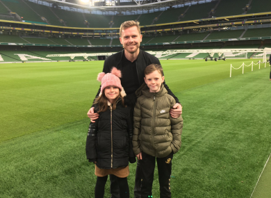 Tom Elmes with his kids, Maisie and Alfie, at the launch of the FAI Cup finals on Wednesday.