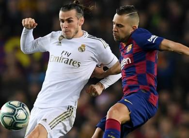 Gareth Bale (L) challenges Jordi Alba.