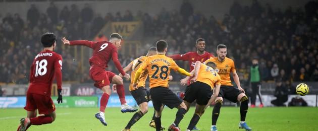 Roberto Firmino scores Liverpool's late winner.