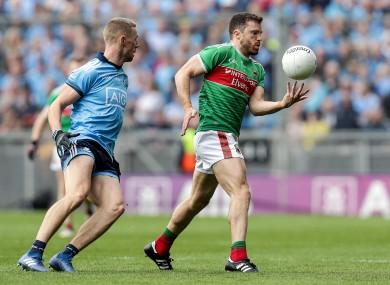 Mayo's Chris Barrett and Paul Mannion of Dublin.