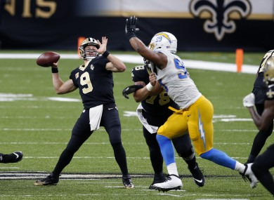 Drew Brees throws a touchdown pass for the Saints.