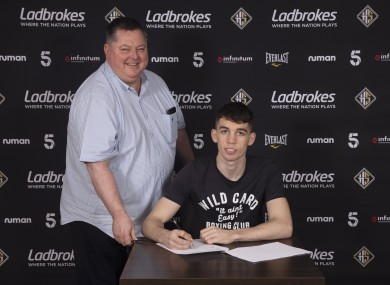 Stevie McKenna signs a promotional deal with Mick Hennessy ahead of his bout on Friday.